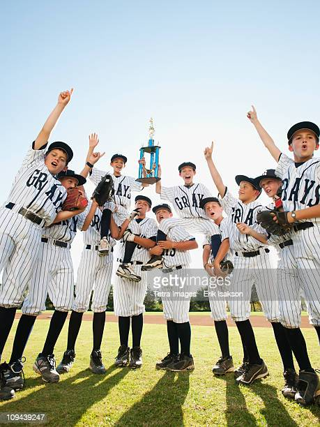 USA, California, Ladera Ranch, little league players (aged 10-11) celebrating