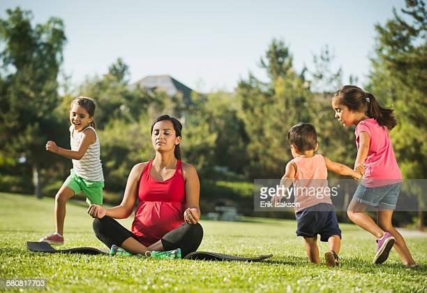 USA, California, Ladera Ranch, Pregnant mother and children (2-3, 6-7, 8-9) in park