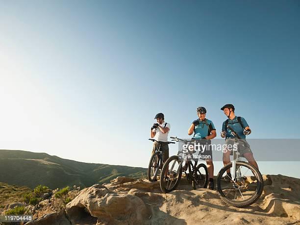 USA, California, Laguna Beach, Mountain bikers on top of hill