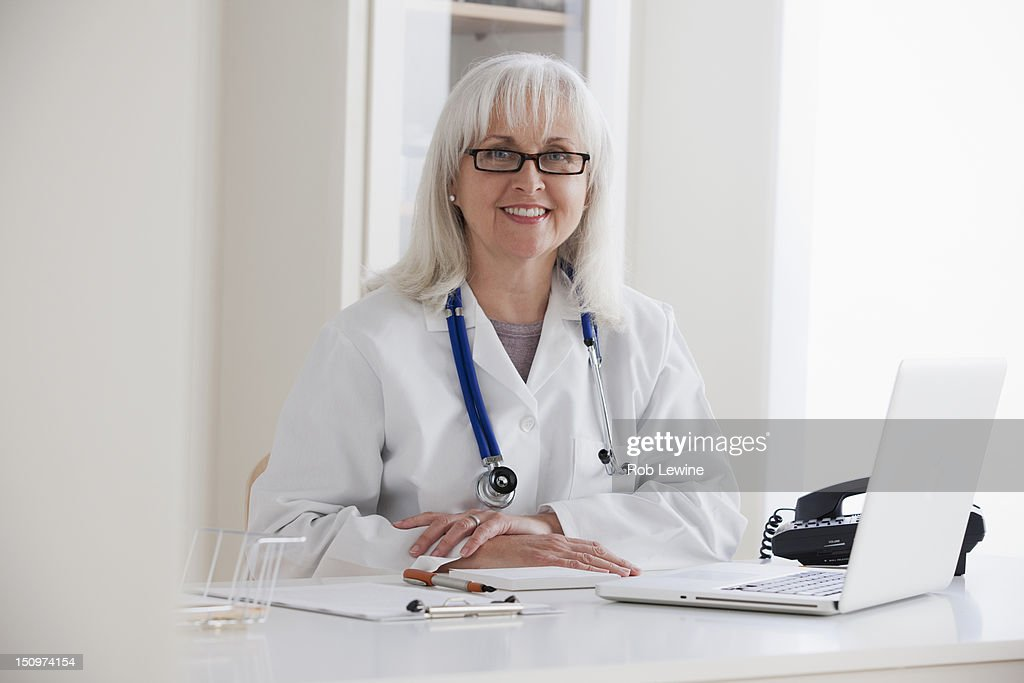 USA, California, Los Angeles, Portrait of senior female doctor : Stock Photo