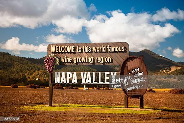 USA, California, Napa, Welcome sign near vineyard