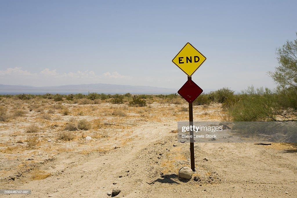 USA, California, Salton Sea, 'End' road sign in desert : Stock Photo