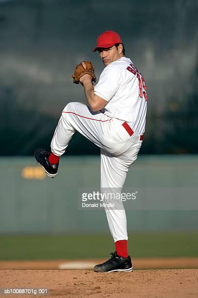 米国カリフォルニア州サンバーナディーノ、野球ピッチャー準備を t