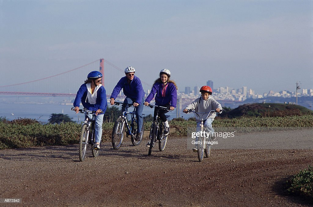 USA, California, San Francisco, family cycling : Stock Photo