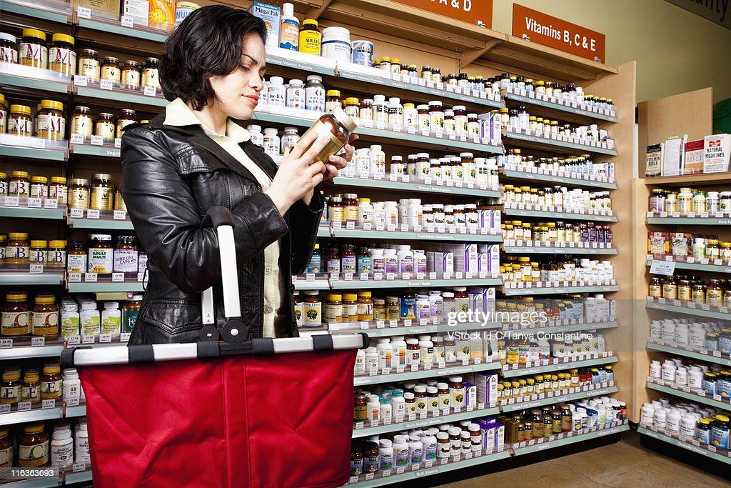 USA, California, San Rafael, Woman shopping in drug store : Photo