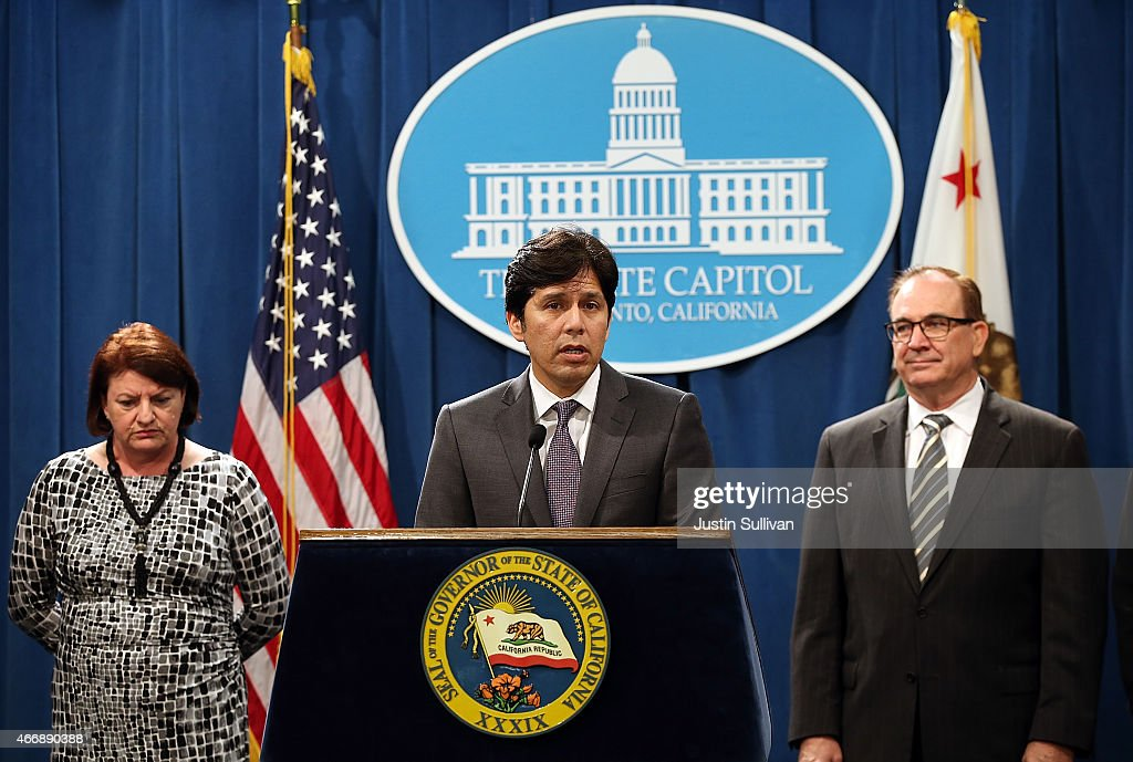 California Senate President pro Tempore Kevin de Leon speaks as Assembly Speaker Toni Atkins and Sen Bob Huff look on during a news conference to...