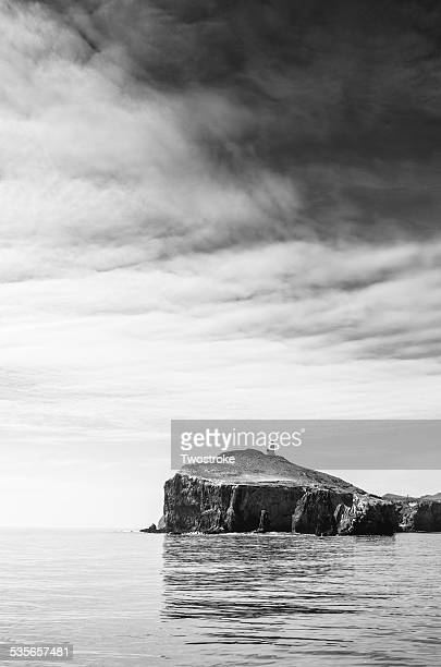 USA, California, Ventura, Channel Islands, Cliff with lighthouse