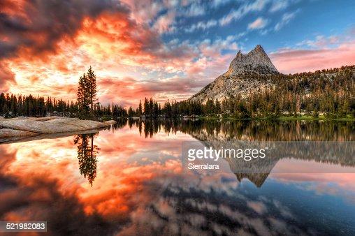 USA, California, Yosemite National Park, Last Light at Cathedral Lake