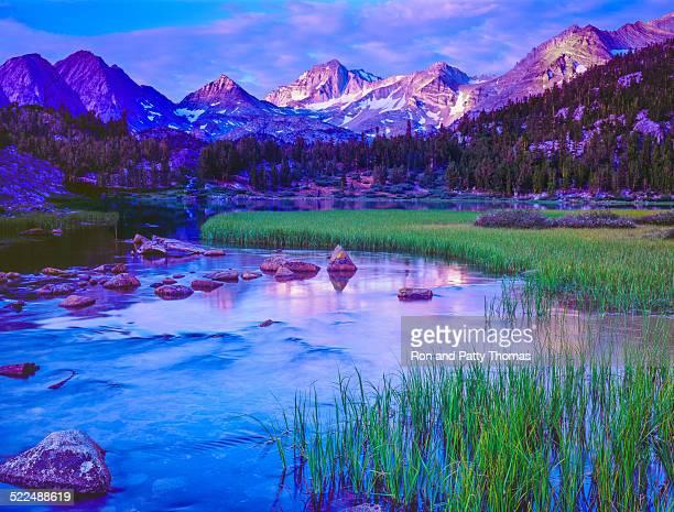 California's Sierra Nevada Auswahl, die Berge, den Fluss, dawn, alpine