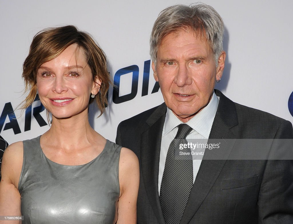 <a gi-track='captionPersonalityLinkClicked' href=/galleries/search?phrase=Calista+Flockhart&family=editorial&specificpeople=204604 ng-click='$event.stopPropagation()'>Calista Flockhart</a> and <a gi-track='captionPersonalityLinkClicked' href=/galleries/search?phrase=Harrison+Ford+-+Acteur+-+Geboren+1942&family=editorial&specificpeople=11508906 ng-click='$event.stopPropagation()'>Harrison Ford</a> arrives at the 'Paranoia' - Los Angeles Premiere at DGA Theater on August 8, 2013 in Los Angeles, California.