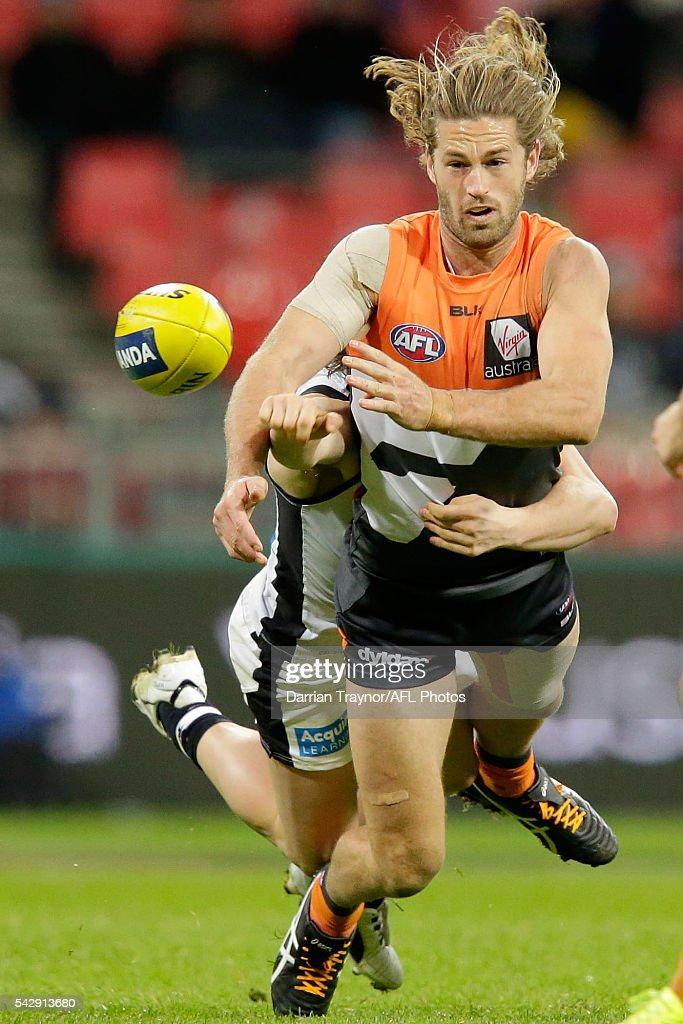 Callan Ward of the Giants handballs during the round 14 AFL match between the Greater Western Sydney Giants and the Carlton Blues at Spotless Stadium on June 25, 2016 in Sydney, Australia.