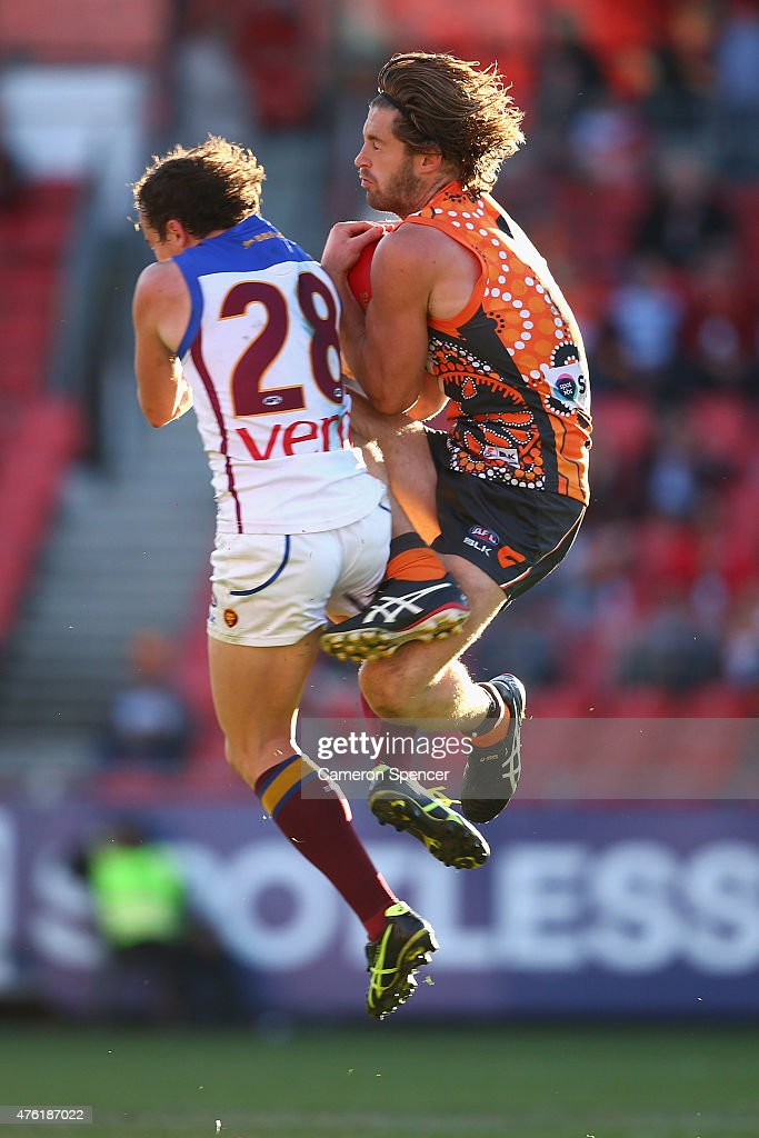 Callan Ward of the Giants takes a mark during the round 10 AFL match between the Greater Western Sydney Giants and the Brisbane Lions at Spotless...