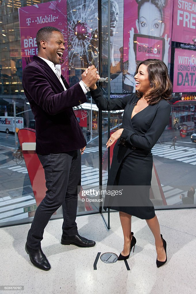 AJ Calloway (L) interviews Eva Longoria during her visit to 'Extra' at their New York studios at H&M in Times Square on January 4, 2016 in New York City.