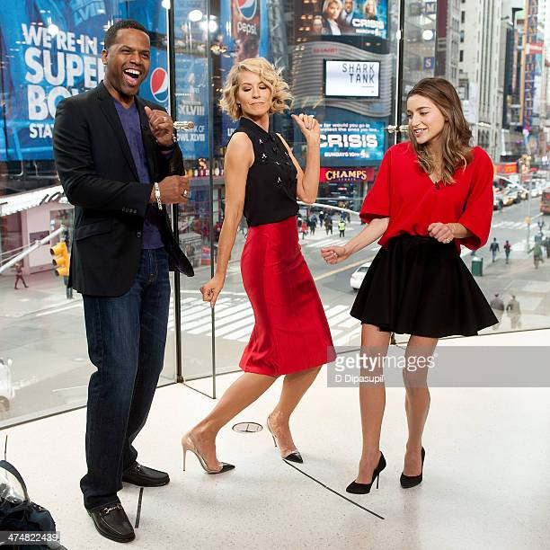 AJ Calloway interviews Jenna Elfman and Ava DelucaVerley during their visit to 'Extra' at their HM Studio in Times Square on February 25 2014 in New...