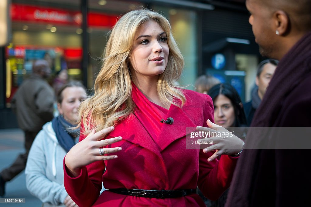 AJ Calloway (R) interviews Kate Upton during her visit to 'Extra' in Times Square on October 24, 2013 in New York City.