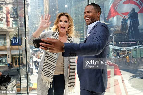 Calloway interviews Trisha Yearwood during her visit to 'Extra' at their New York studios at HM in Times Square on March 9 2016 in New York City