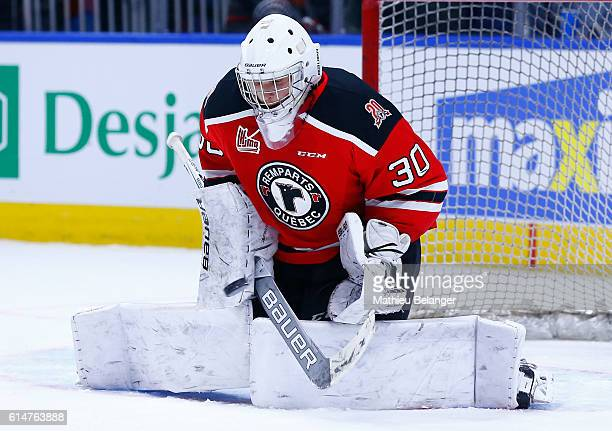 Callum Booth makes a save against the Baie Comeau Drakkar during their QMJHL hockey game at the Centre Videotron on October 14 2016 in Quebec City...