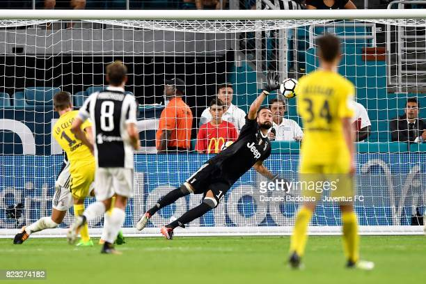 Calro Pinsoglio in action during the International Champions Cup 2017 match between Juventus and Paris Saint Germain at Hard Rock Stadium on July 26...