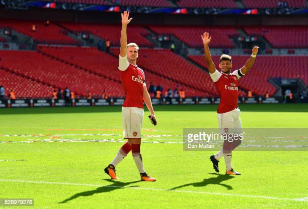 Calum Chambers of Arsenal and Alex OxladeChamberlain of Arsenal celebrate following the The FA Community Shield final between Chelsea and Arsenal at...