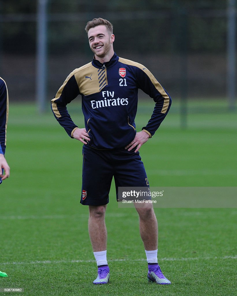 <a gi-track='captionPersonalityLinkClicked' href=/galleries/search?phrase=Calum+Chambers+-+Futebolista&family=editorial&specificpeople=10599271 ng-click='$event.stopPropagation()'>Calum Chambers</a> of Arsenal during a training session at London Colney on February 6, 2016 in St Albans, England.
