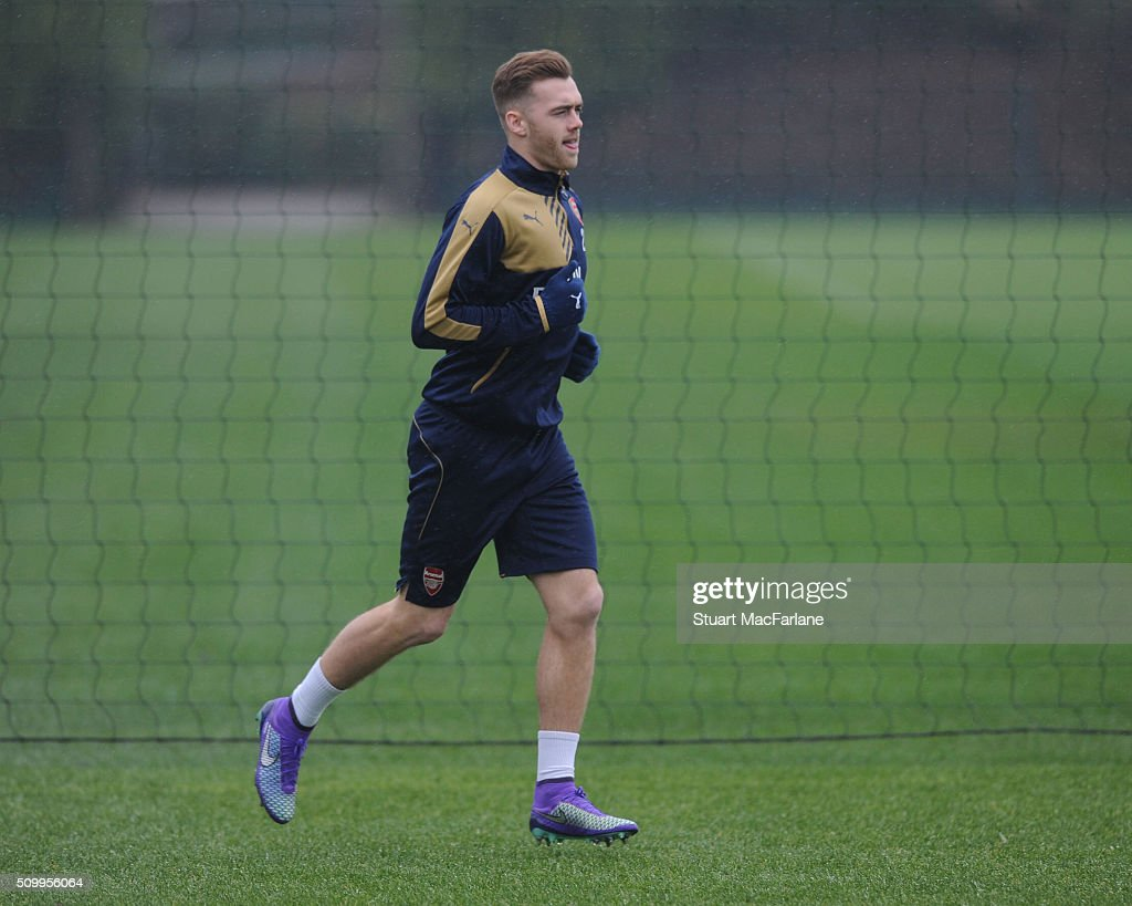<a gi-track='captionPersonalityLinkClicked' href=/galleries/search?phrase=Calum+Chambers+-+Fotbollsspelare&family=editorial&specificpeople=10599271 ng-click='$event.stopPropagation()'>Calum Chambers</a> of Arsenal during a training session at London Colney on February 13, 2016 in St Albans, England.