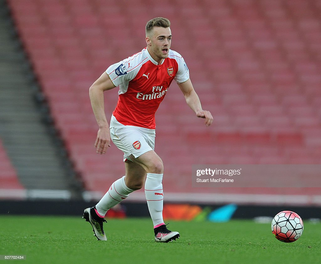 <a gi-track='captionPersonalityLinkClicked' href=/galleries/search?phrase=Calum+Chambers+-+Calciatore&family=editorial&specificpeople=10599271 ng-click='$event.stopPropagation()'>Calum Chambers</a> of Arsenal during the Barclays U21 Premier League match between Arsenal and Blackburn Rovers at Emirates Stadium on May 3, 2016 in London, England.
