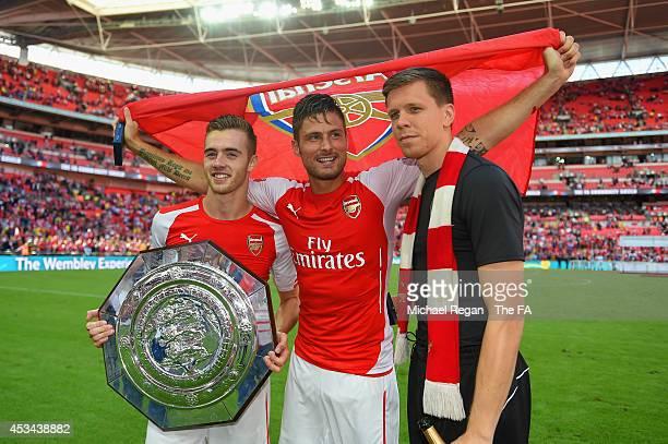 Calum Chambers Olivier Giroud and Wojciech Szczesny of Arsenal pose with the FA Community Shield during the FA Community Shield match between...