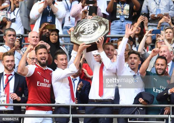 Calum Chambers Olivier Giroud Laurent Koscielny Per Mertesacker Gabriel and David Ospina of Arsenal lift the Community Shield after the match between...