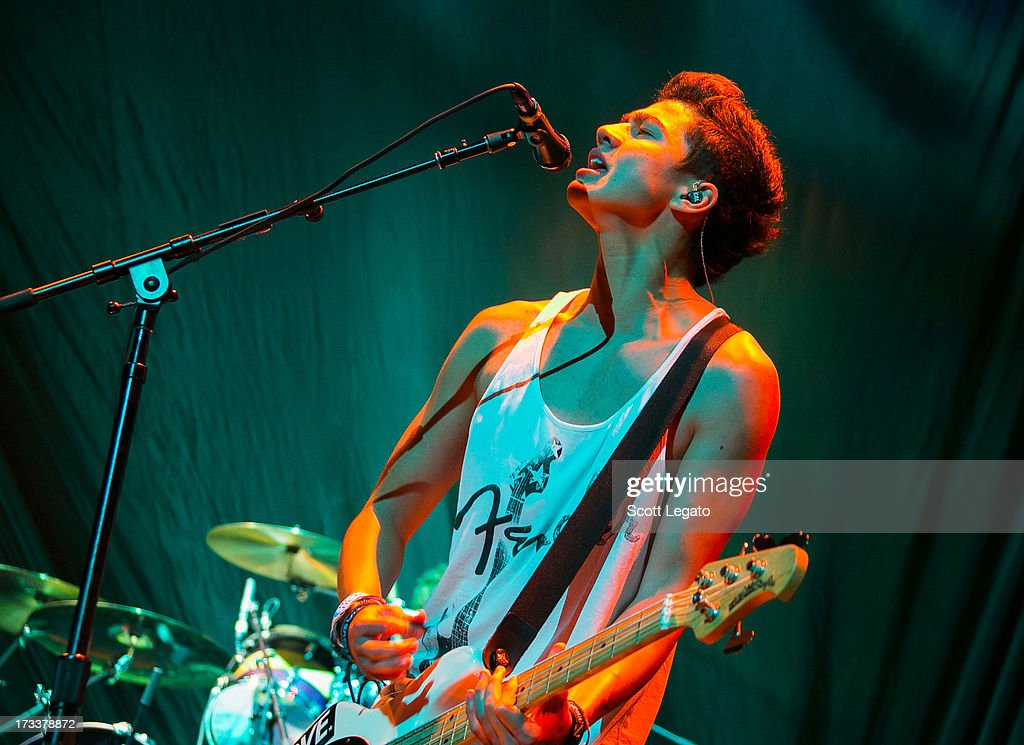 <a gi-track='captionPersonalityLinkClicked' href=/galleries/search?phrase=Calum+Hood&family=editorial&specificpeople=10885421 ng-click='$event.stopPropagation()'>Calum Hood</a> of 5 Seconds of Summer performs at The Palace of Auburn Hills on July 12, 2013 in Auburn Hills, Michigan.