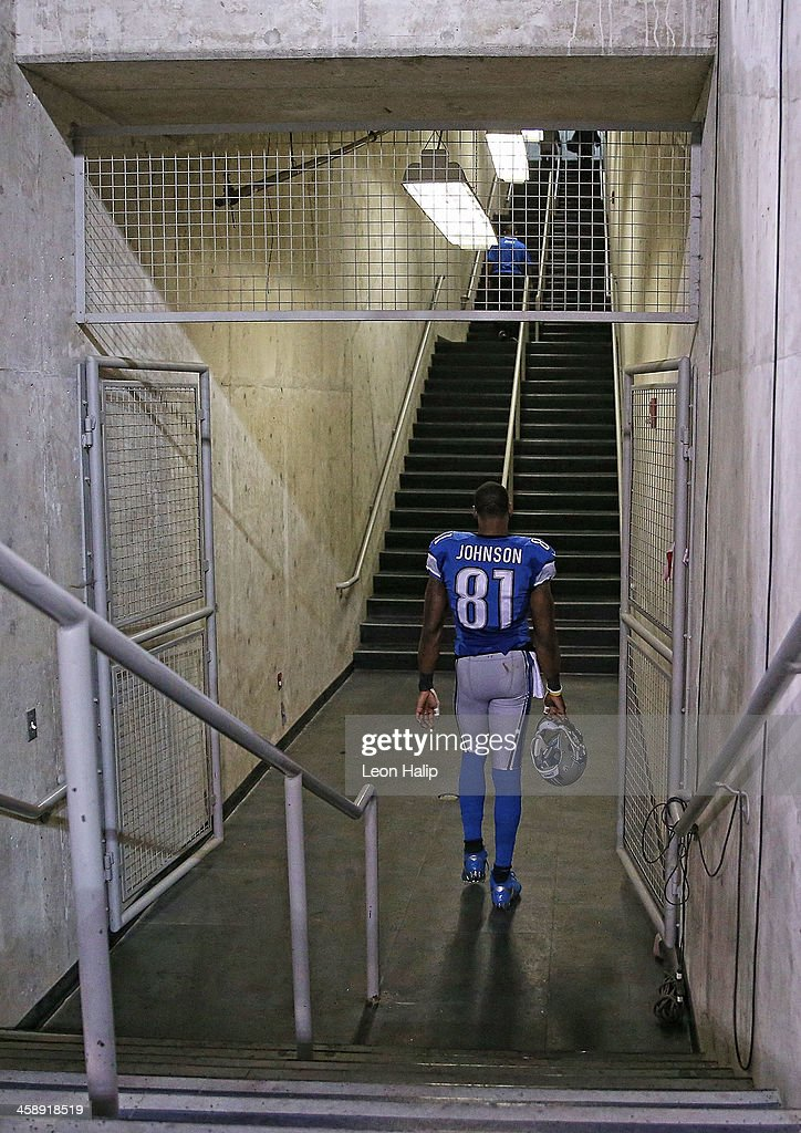 Calvin Johnson #81 of the Detroit Lions walks to the locker room after the loss to the New York Giants at Ford Field on December 22, 2013 in Detroit, Michigan. The Giants defeated the Lions 23-20.