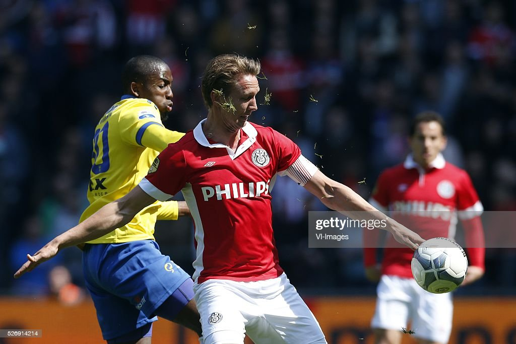 , Calvin Mac-Intosch of SC Cambuur, Luuk de Jong of PSV during the Dutch Eredivisie match between PSV Eindhoven and SC Cambuur Leeuwarden at the Phillips stadium on May 01, 2016 in Eindhoven, The Netherlands