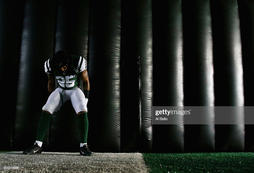 Calvin Pryor #25 of the New York Jets waits turnover enter the game against the Tennessee Titans during their game at MetLife Stadium on December 13, 2015 in East Rutherford, New Jersey.