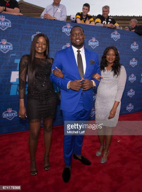Cam Robinson of Alabama poses for a picture with his sister Charity Robinson and mother Priscillia Robinson on the red carpet prior to the start of...