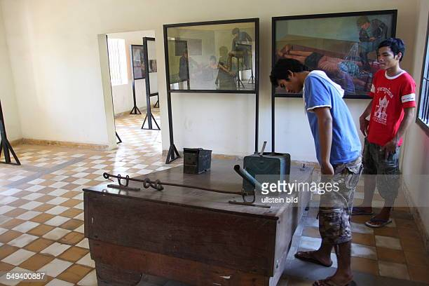 the TuolSlengMuseum It remembers of the crime of the Khmer Rouge water torture