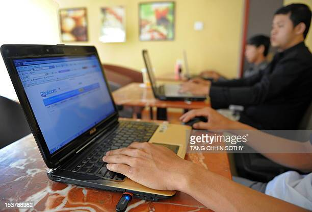 Cambodian men are using internet at a cofee shop in Phnom Penh on May 25 2010 AFP PHOTO/TANG CHHIN SOTHY