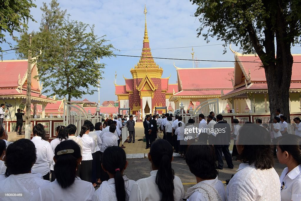 Cambodian people line up as they pray for the late former King Norodom Sihanouk at the cremation site near the Royal Palace in Phnom Penh on February 2, 2013. A sea of mourners filled the streets of the Cambodian capital on February 1, for a lavish funeral for revered former king Norodom Sihanouk, who towered over six tumultuous decades in his nation's history. AFP PHOTO/TANG CHHIN SOTHY