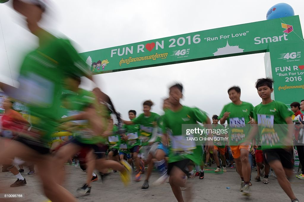 Cambodian people run for fun during the Valentine's Day in Phnom Penh on February 14, 2016. Cambodia's government has hit out at Valentine's Day, warning students against losing the 'dignity of themselves and their families' in a note sent to schools across the country. AFP PHOTO/ TANG CHHIN SOTHY / AFP / TANG CHHIN SOTHY
