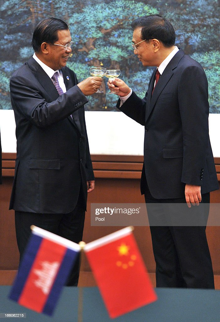 Cambodian Prime Minister <a gi-track='captionPersonalityLinkClicked' href=/galleries/search?phrase=Hun+Sen&family=editorial&specificpeople=224084 ng-click='$event.stopPropagation()'>Hun Sen</a> (L) and Chinese Premier <a gi-track='captionPersonalityLinkClicked' href=/galleries/search?phrase=Li+Keqiang&family=editorial&specificpeople=2481781 ng-click='$event.stopPropagation()'>Li Keqiang</a> make a toast during a signing ceremony at Great Hall of the People in Beijing on April 8, 2013 in China.