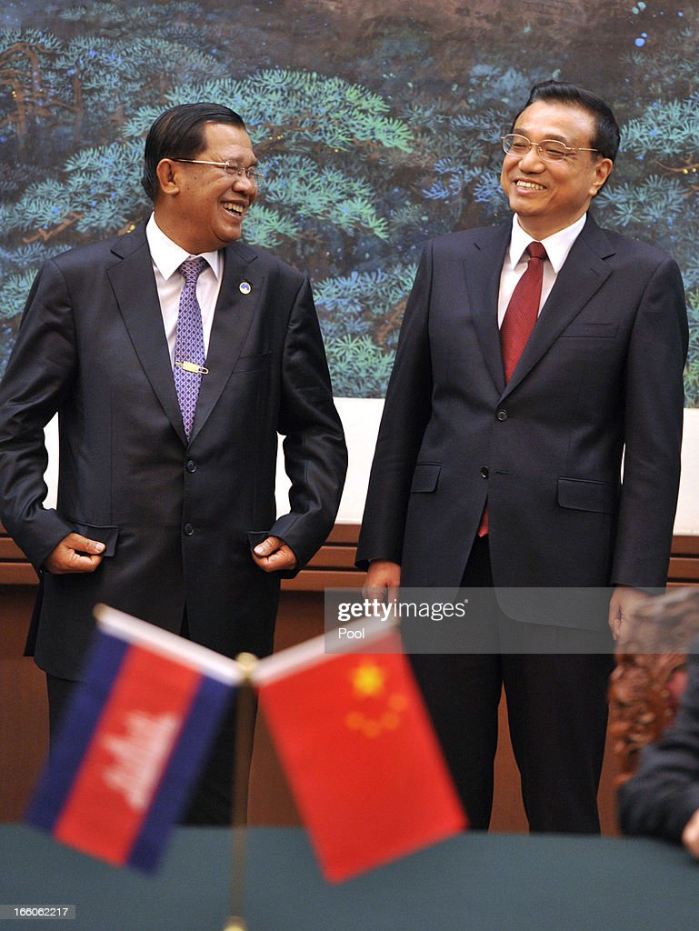 Cambodian Prime Minister <a gi-track='captionPersonalityLinkClicked' href=/galleries/search?phrase=Hun+Sen&family=editorial&specificpeople=224084 ng-click='$event.stopPropagation()'>Hun Sen</a> (L) and Chinese Premier <a gi-track='captionPersonalityLinkClicked' href=/galleries/search?phrase=Li+Keqiang&family=editorial&specificpeople=2481781 ng-click='$event.stopPropagation()'>Li Keqiang</a> smile during a signing ceremony at Great Hall of the People in Beijing on April 8, 2013 in China.