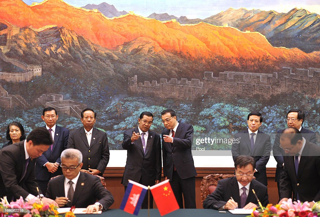 Cambodian Prime Minister <a gi-track='captionPersonalityLinkClicked' href=/galleries/search?phrase=Hun+Sen&family=editorial&specificpeople=224084 ng-click='$event.stopPropagation()'>Hun Sen</a> (Centre Left) and Chinese Premier <a gi-track='captionPersonalityLinkClicked' href=/galleries/search?phrase=Li+Keqiang&family=editorial&specificpeople=2481781 ng-click='$event.stopPropagation()'>Li Keqiang</a> (Centre Right) during ta signing ceremony at Great Hall of the People in Beijing on April 8, 2013 in China.