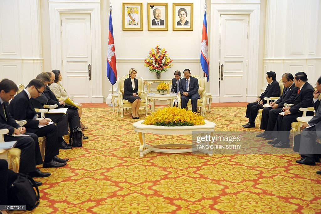 Cambodian Prime Minister Hun Sen speaks to Australian Foreign Minister Julie Bishop during a meeting at the Peace Palace in Phnom Penh on February 22...