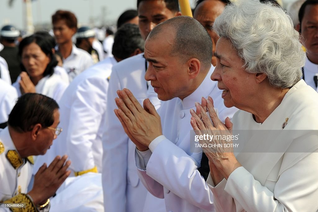 Cambodian Sihanouk's widow Queen Monique (R) and King Norodom Sihamoni (2nd R) greet government officials during a funeral procession for the late former King Norodom Sihanouk in front of the Royal Palace in Phnom Penh on February 1, 2013. A sea of mourners filled the streets of the Cambodian capital on February 1 for a lavish funeral for revered former king Norodom Sihanouk, who towered over six tumultuous decades in his nation's history.