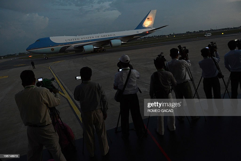 Cambodian television crew record the departure of Air Force One carrying US President Barack Obama from Phnom Penh airport on November 20, 2012. US President Barack Obama on Tuesday defied Chinese protests and raised concerns at a summit about territorial disputes that have sent diplomatic and trade shockwaves across the region. AFP PHOTO / ROMEO GACAD
