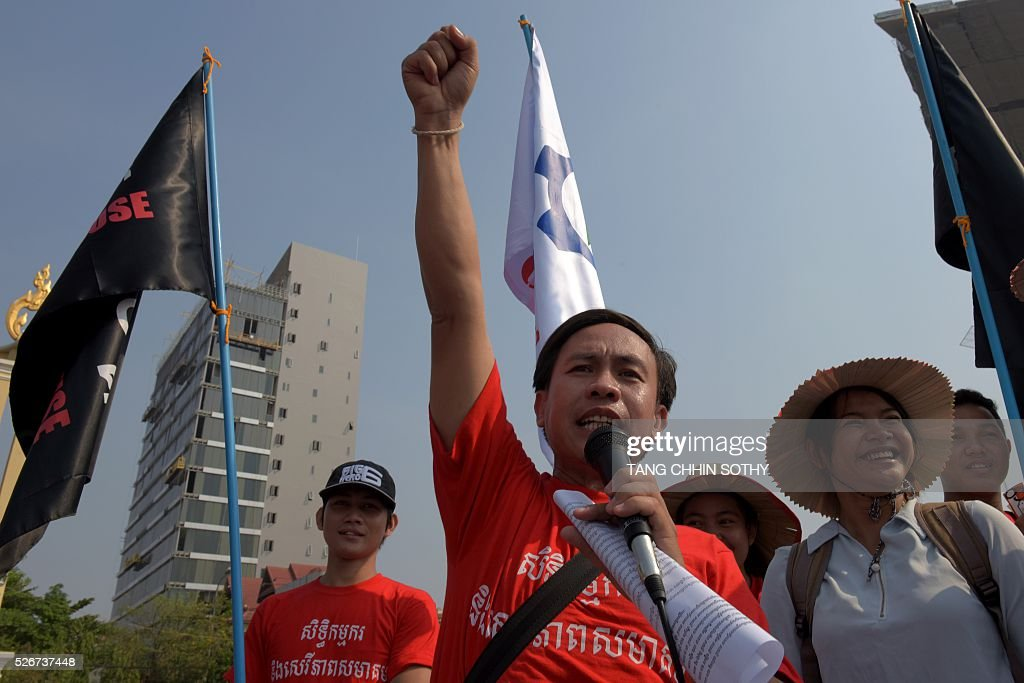 Cambodian Vorn Pao (C), President of Independent Democracy of Informal Economy Association IDEA, speaks to workers to mark May Day, or International Workers Day, in Phnom Penh on May 1, 2016. Activists around the world mark May Day with marches demanding better working conditions, more jobs and higher wages. / AFP / TANG