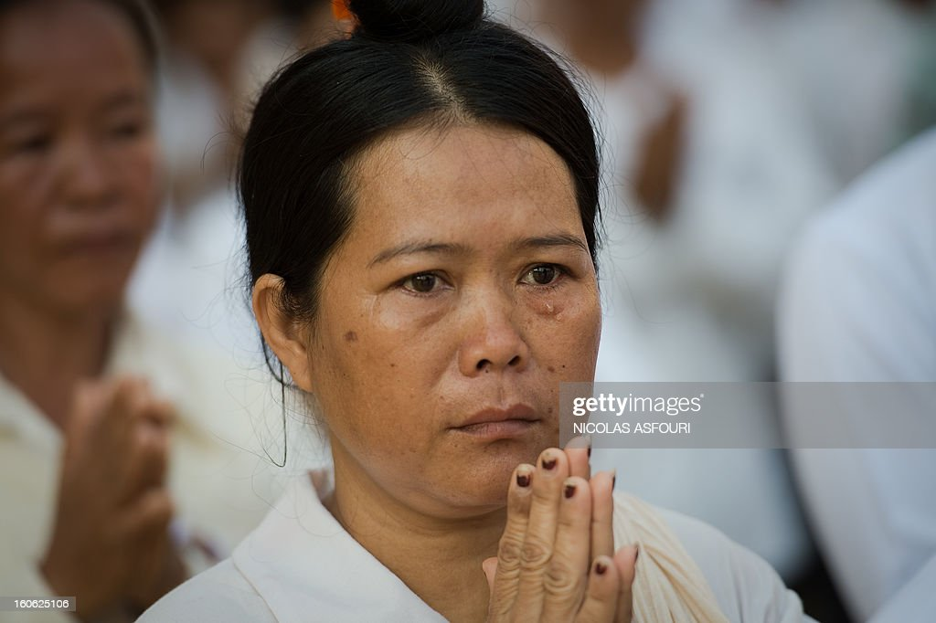 A Cambodian woman cries while queuing around the crematorium area where the coffin of Cambodia's late king Norodom Sihanouk rests before his cremation near the Royal Palace in Phnom Penh on February 4, 2013. Cambodia was due to hold an elaborate cremation ceremony for its revered former king Norodom Sihanouk, part of a week-long funeral for the colourful late royal. AFP PHOTO / Nicolas ASFOURI