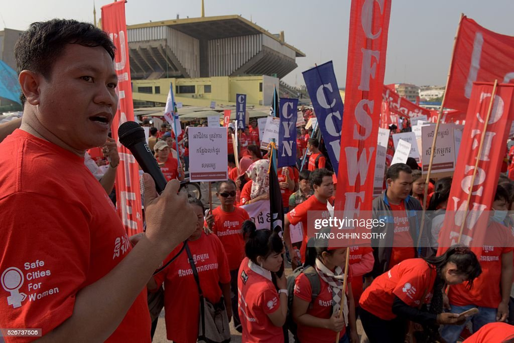 Cambodian workers hold placards and banners to mark May Day, or International Workers Day, in Phnom Penh on May 1, 2016. Activists around the world mark May Day with marches demanding better working conditions, more jobs and higher wages. / AFP / TANG