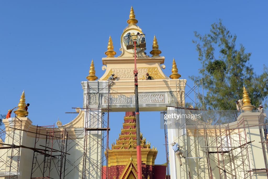 Cambodian workers paint a main gate at a construction site being prepared for the forthcoming cremation ceremony of the late former King Norodom Sihanouk, near the Royal Palace in Phnom Penh on January 19, 2013. Cambodia's beloved former monarch Norodom Sihanouk, who died aged 89 last month, will be cremated on February 4 following an elaborate ceremony, Cambodian Prime Minister Hun Sen said on November 26, 2012. AFP PHOTO/ TANG CHHIN SOTHY