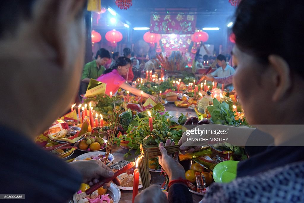 Cambodian-Chinese light incense sticks at a temple to mark the start of the Lunar New Year in Kandal province on February 8, 2016. While not a holiday in Cambodia, the Lunar New Year, the most important holiday in China and a number of countries in east and southeast Asia, started on February 8 bringing in the 'Year of the Monkey'. AFP PHOTO / TANG CHHIN SOTHY / AFP / TANG CHHIN SOTHY