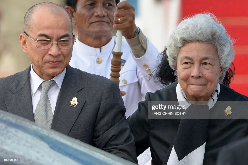 Cambodia's King Norodom Sihamoni (L) and his mother, former queen Monique (R), walk toward to a car upon their arrival at Phnom Penh International Airport on September 11, 2013. Cambodian King Norodom Sihamoni returned from Beijing where he underwent medical check-ups.