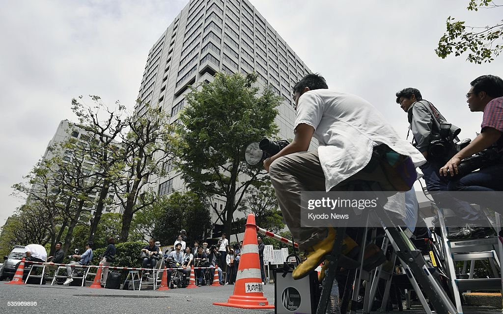 A camera crew gathers in front of the Tokyo District Court on May 31, 2016, for a ruling on retired baseball star Kazuhiro Kiyohara's drug case. The court sentenced the 48-year-old to two years and six months in prison, suspended for four years, for possessing, using and purchasing illegal drugs.
